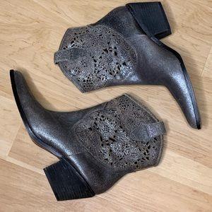 Donald J Pliner silver puter cut-out boots SZ 9